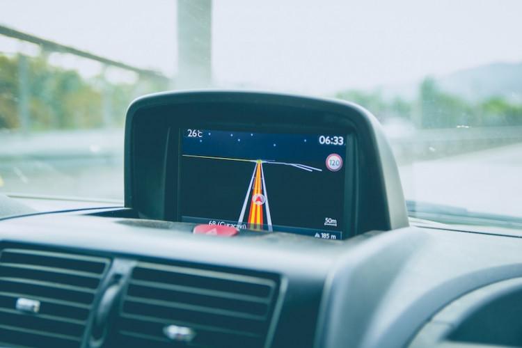 Làm thế nào để cài đặt thiết bị định vị GPS cho oto